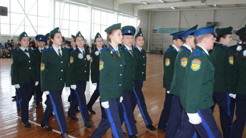 В строю юнармейцы, кадеты, казаки