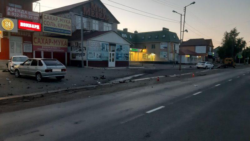 В дорожно-транспортном происшествии с участием трех автомобилей пострадал несовершеннолетний пассажир