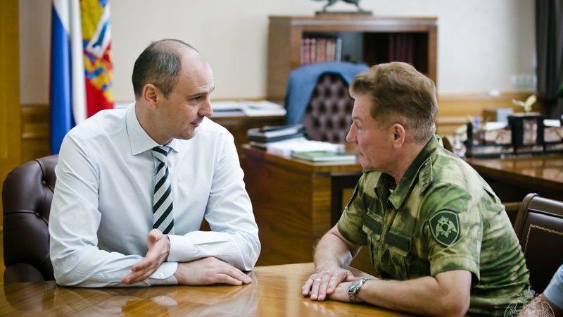 Денис Паслер провел совещание с командующим Приволжским округом войск Росгвардии генерал-полковником Александром Порядиным