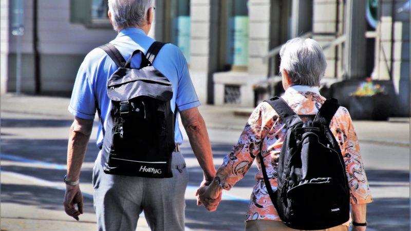 Минздрав РФ попросил пожилых россиян отказаться от путешествий