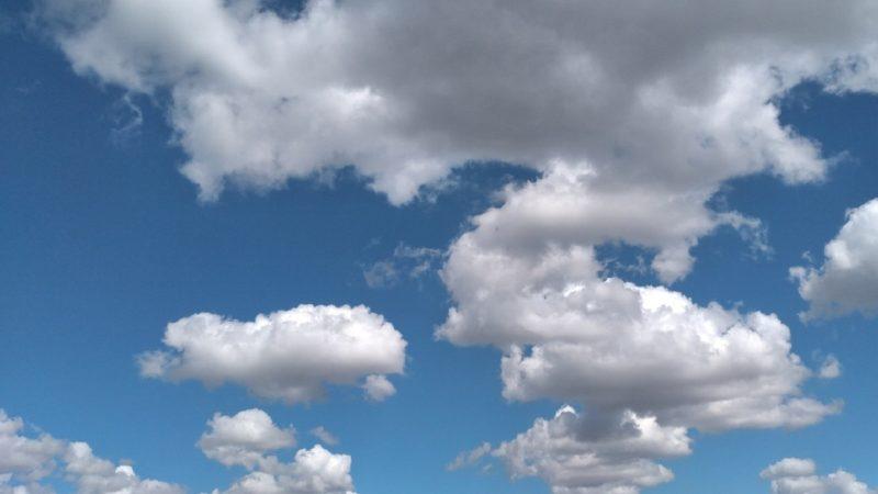 Ливни и жара: атмосферные фронты окутали кучевыми облаками