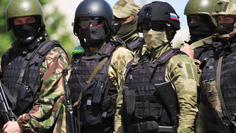 Владимир Путин подписал указы о единовременной выплате в 15 тысяч рублей военным и силовикам
