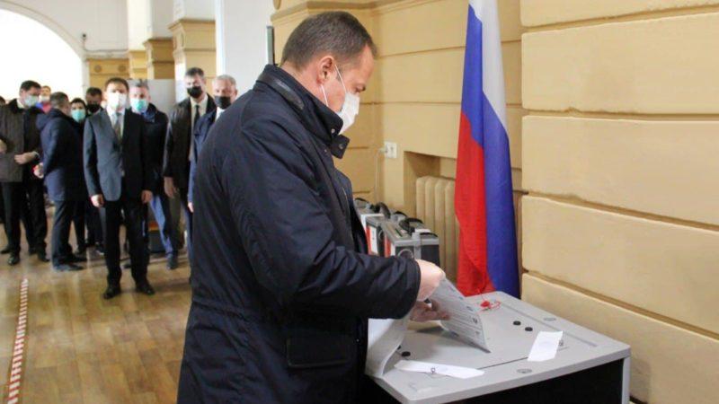 Полпред президента в Приволжье Игорь Комаров проголосовал на выборах в Госдуму
